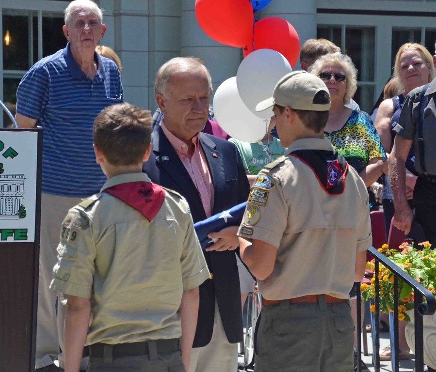 . Paul DiCicco � The News-Herald <br> Boy Scout Troop 289 of Wickliffe is presented the flag by Mayor Margalis during the national anthem.