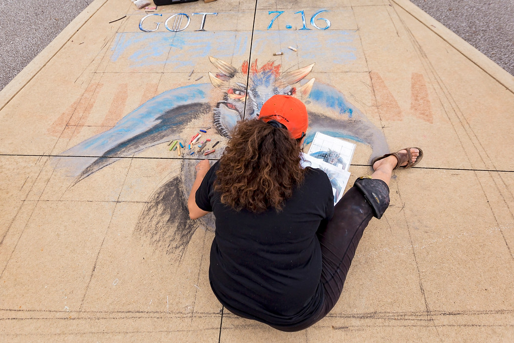 . Carrie Garland � The News-Herald <br> Lori Kavanaugh Lewarski created a design using chalk at the 2017 Willoughby ArtsFest on July 15, 2017.