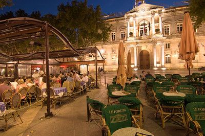 Europe, France, Provence, Avignon, dining alfresco in the evening on Place de la Horloge