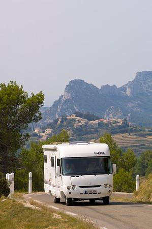 Europe, France, Provence, mountain road in Dentelles de Montmirail