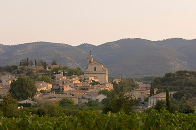 Europe, France, Provence, Bedoin at sunrise
