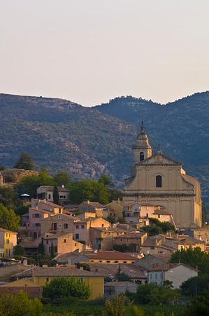 Europe, France, Provence, Bedoin at sunrise