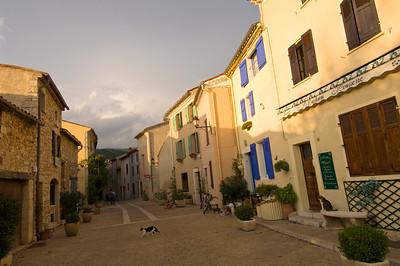 Europe, France, Provence, Mons, street scene