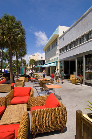 Shops and restaurants on Lincoln Road, Art Deco district, South Beach, Miami, Florida, USA