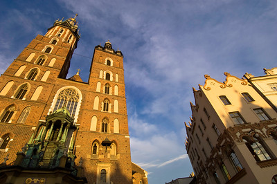 Poland, Cracow, Mariacki Church and Main Square