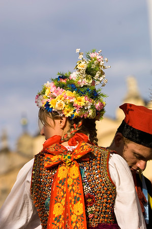 Poland, Cracow, folk and country fair, performers in traditional Cracow style dress