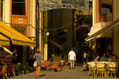 Sidewalk cafe-bar by Vulturul Negru hotel, Oradea, The Banat, Ro
