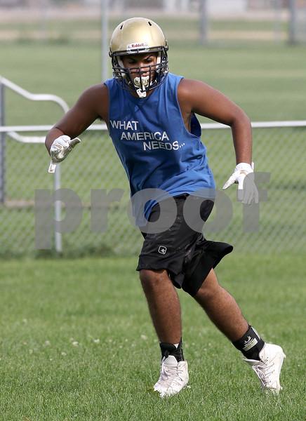dc.sports.0810.hiawatha football01