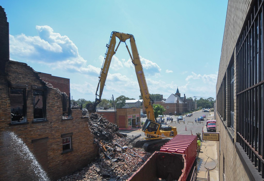 . B & B Wrecking begins the demolition of the Thistle building at 700 Broadway Ave., Aug. 15, 2017. (Eric Bonzar/The Morning Journal)