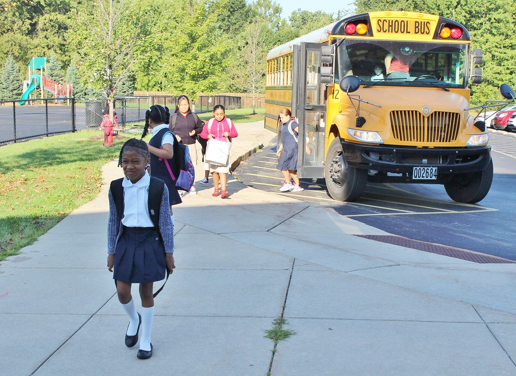 . Chestnut Elementary School students arrive for the first day of school on Aug. 16. (Tawana Roberts �The News-Herald)