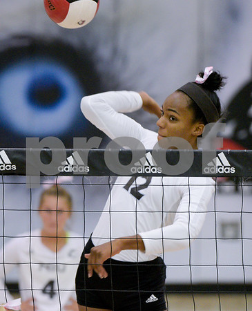 dc.NIU.WIU.womens.volleyball-9