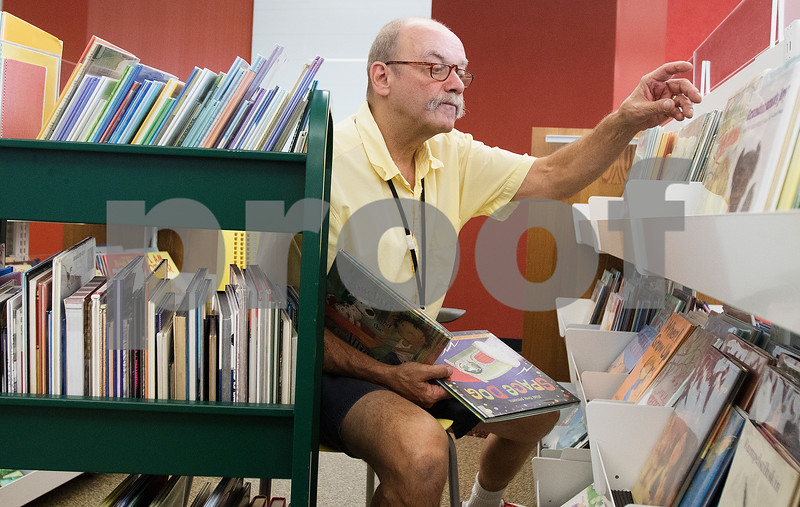 dcnews_083016_Library_Work_04