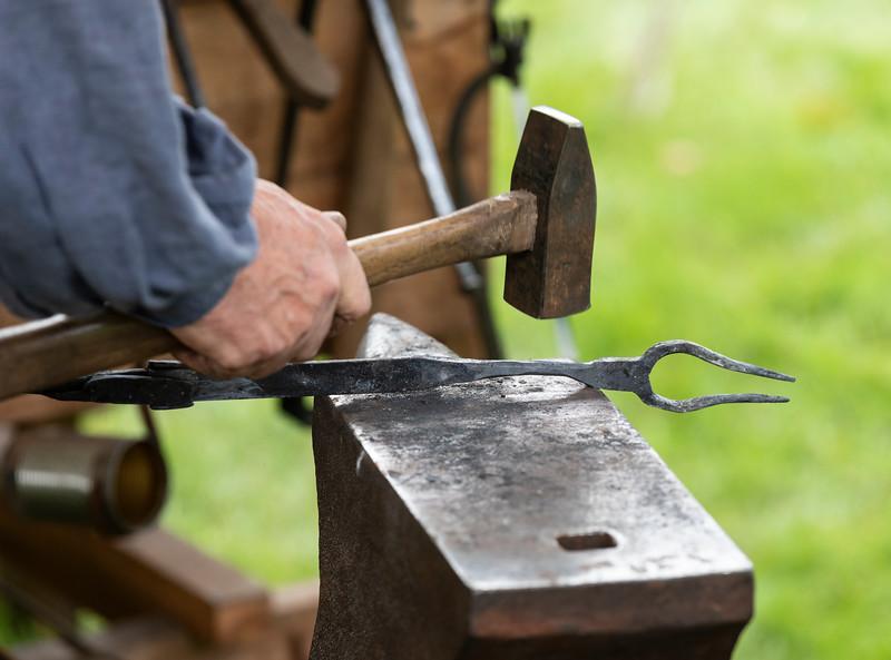 9 22 18 Saugus Ironwork iron pour 8