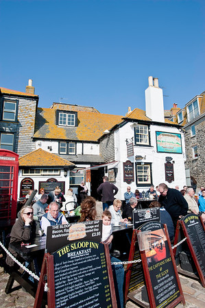 Busy pub by the seafront, St Ives, Cornwall, United Kingdom