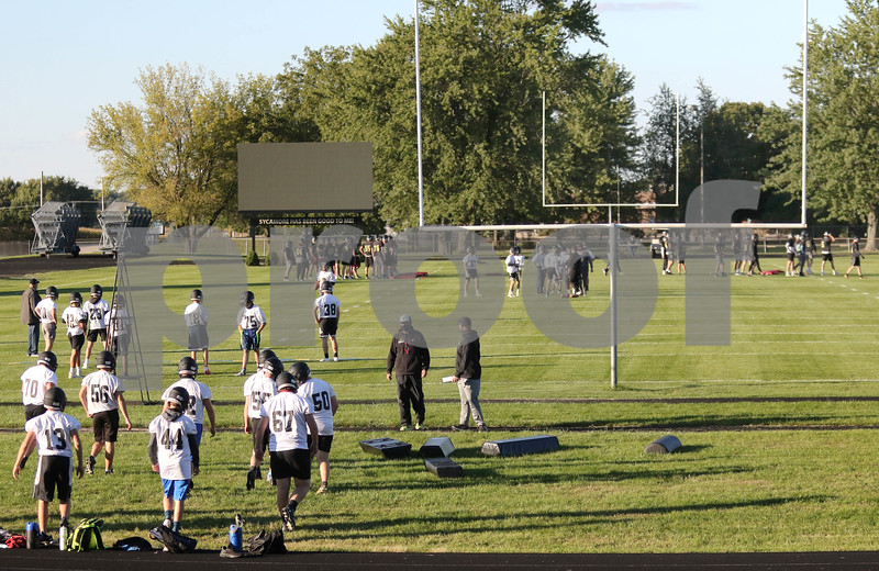 dc.0919.Sycamore football practice01