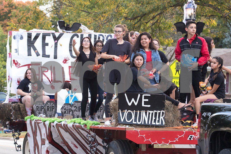 "Sam Buckner for Shaw Media.<br /> Key Club members throw at candy on their ""Thriller"" themed float on Thursday September 21, 2017."