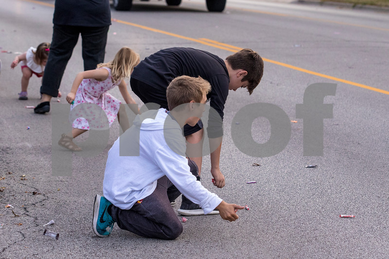 Sam Buckner for Shaw Media.<br /> Kids pick up candy thrown at the homecomeing parade on Thursday September 21, 2017.