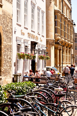 Cycles by corner pub, Oxford, Oxfordshire, United Kingdom