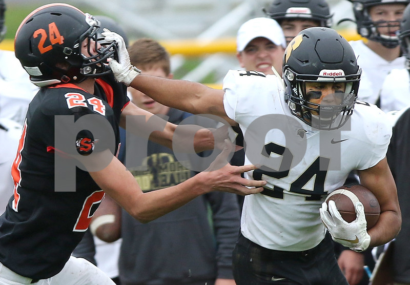dc.spts.0930.sycamore sandwich football13