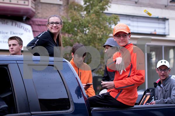 Sam Buckner for Shaw Media.<br /> DeKalb Golf team rolls through the Homecoming parade on Thursday September 29, 2016.