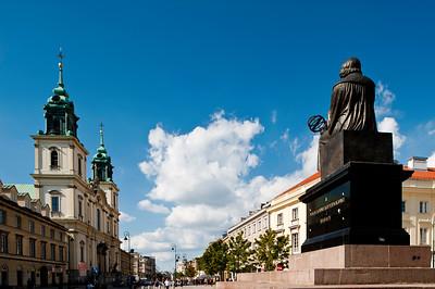 Statue of Mikolaj Kepernik overlooking Krakowskie Przedmiescie, Warsaw, Poland