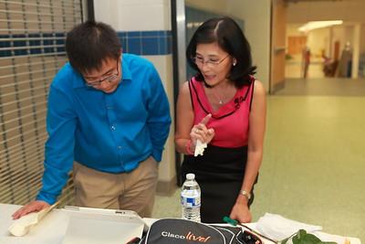 Thầy John Cường (Akari Turoring SAT Math), Lê Bích Hồng reviewing the VYEA database