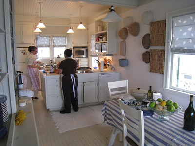 vintage_kitchen, white_kitchen, island, island_sink