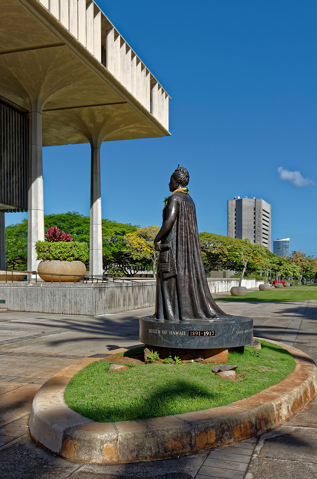 Statue of Lili'uokalani, Hawai'i's last queen, on the side of the Capitol that faces 'Iolani Palace