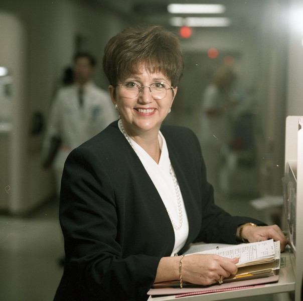 101494_621<br /> DOTTIE  DEREMO OF NURSING: IN UNIT & DESK: OAKLAND UNIV. PUBLICATION 1997