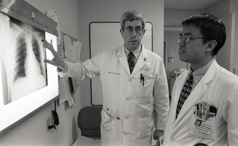 101494_418<br /> DR. DAVID LEACH WITH MED STUDENT VINH NGUYEN,1996