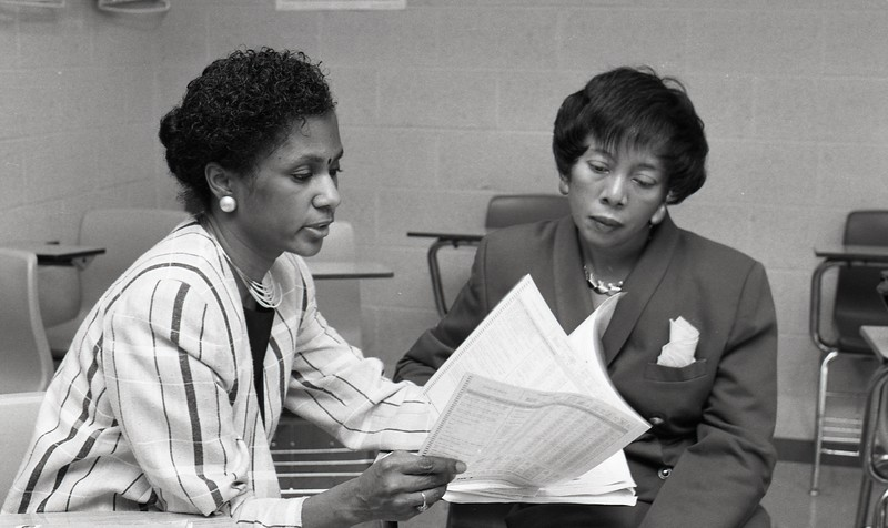 101494_551<br /> DR. FORD & DR. WISDOM GIVING TALK TO GROUP OF WOMEN AT FIRST BAPTIST CHURCH IN DETROIT 1996