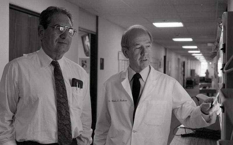 101494_152<br /> DR. WEISS AND DR. JACKSON AT  SOUTHLAND MEDICAL CENTER, 1994