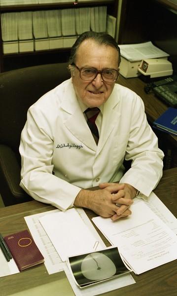 101494_153<br /> VASCULAR SURGERY: DR. D. SZILAGYI, 1994