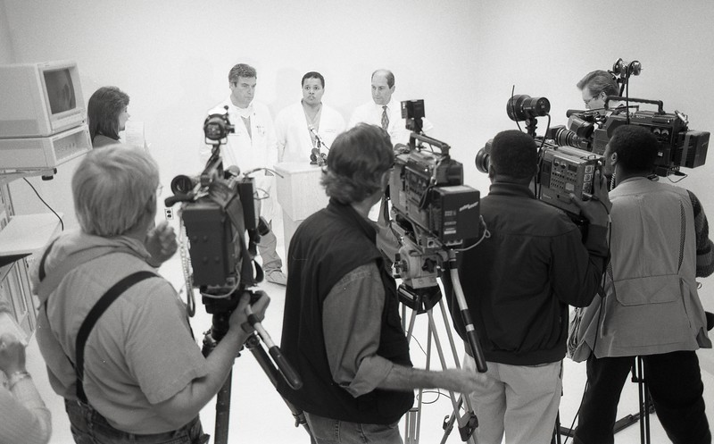 101494_121<br /> DRS. SILVERMAN, HIGGINS, AND BASHA DURING LUNG TRANSPLANT NEWS CONFERENCE, 1994