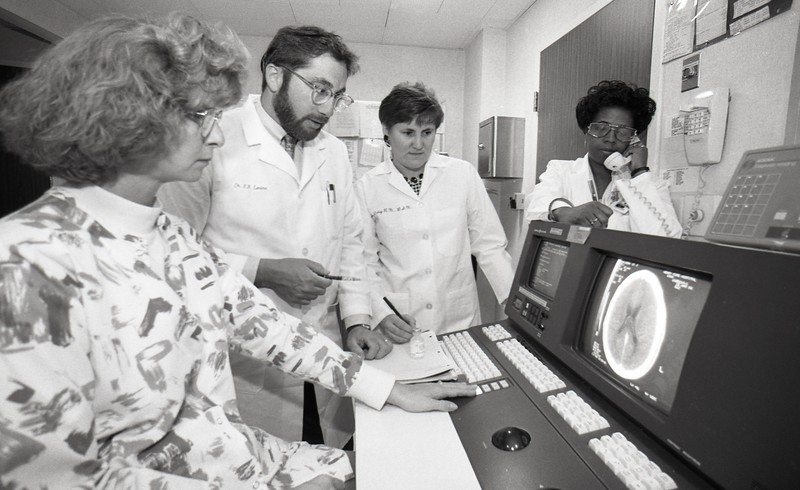 101494_088<br /> DR. LEVINE, ET AL IN THE CT. SCAN AREA, 1994