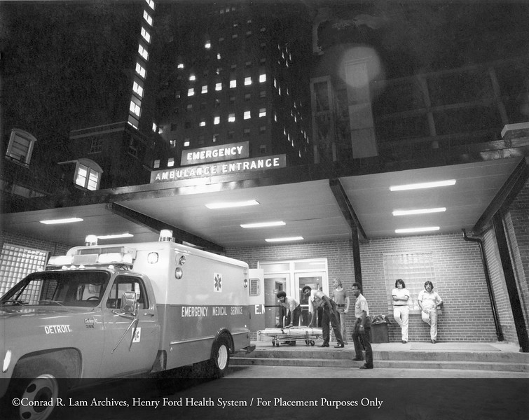 The HFH emergency entrance, 1975. From the Conrad R. Lam Collection, Henry Ford Health System. ID=06-012