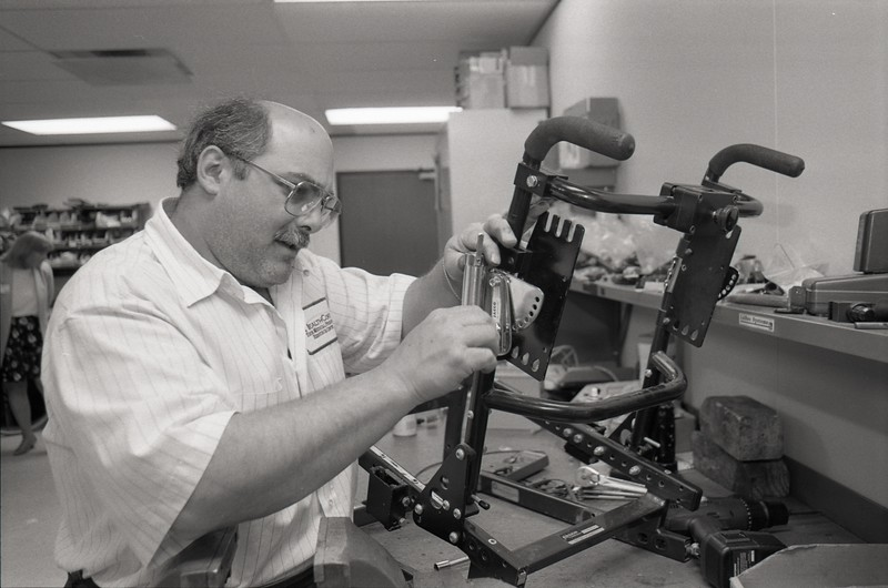 101494_732<br /> WHEELCHAIR FABRICATION AT HEALTHCORE, SOUTHFIELD, 1997