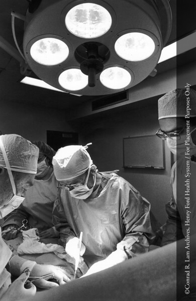 Surgery at Cottage Hospital of Grosse Pointe, c.1990. From the Conrad R. Lam Collection, Henry Ford Health System. ID=09-016