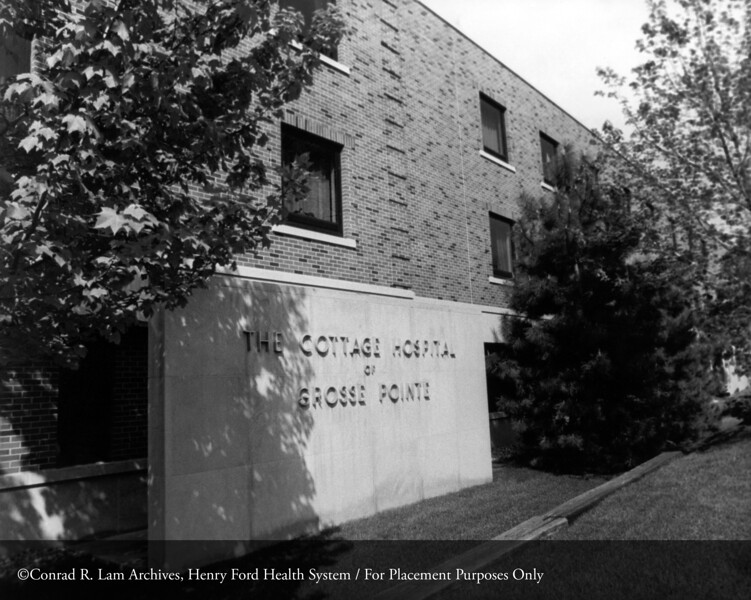 Cottage Hospital of Grosse Pointe. From the Conrad R. Lam Collection, Henry Ford Health System. ID=09-015