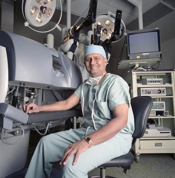 101494B_721<br /> DR. MENON WITH DAVINCI, 2001