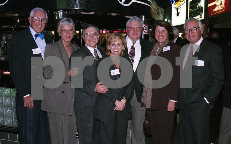 101494_366 Robert and Nancy Vlasic, Dr. Mark and Pam Rosenblum, Gail Warden, Brigitte and Mort Harris___  SHOOT FOR A CURE, Palace oif Auburn Hills, 1995