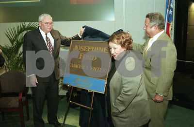 101494B_034 JOSEPHINE FORD DONATES CANCER CENTER TO HENRY FORD HOSPITAL; PRESS CONFERENCE, 1998