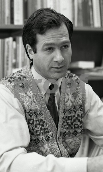 101494_386 DR. RON DAVIS, CENTER FOR DISEASE PREVENTION, 1995