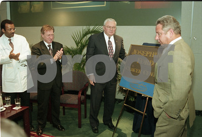 101494B_035 JOSEPHINE FORD DONATES CANCER CENTER TO HENRY FORD HOSPITAL; PRESS CONFERENCE, 1998
