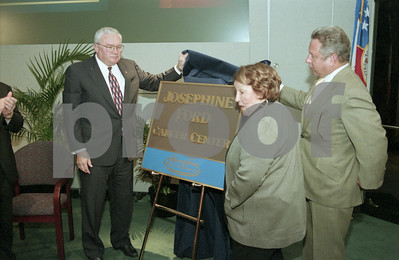 101494B_033 JOSEPHINE FORD DONATES CANCER CENTER TO HENRY FORD HOSPITAL; PRESS CONFERENCE, 1998