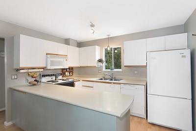 1013 Kitchen 1