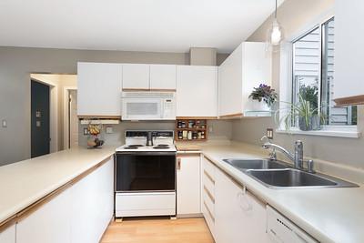 1013 Kitchen 2