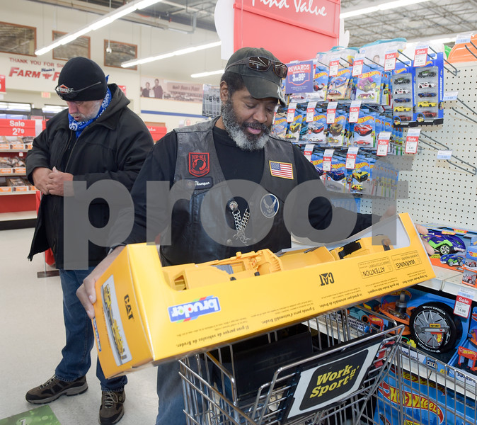 Toys 4 Tots Shopping_01