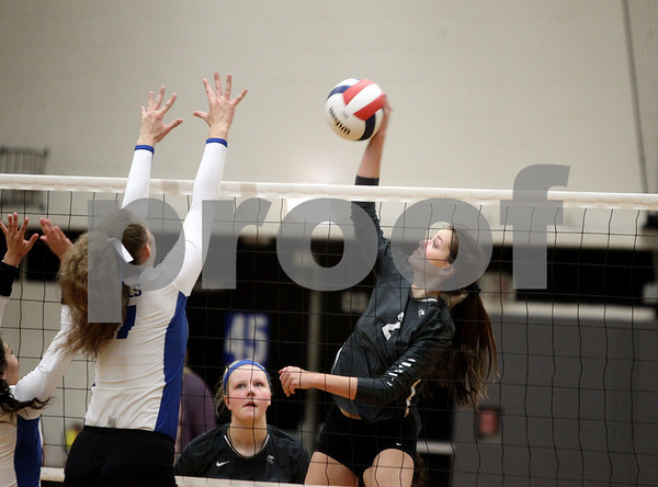 kspts_thu_1026_ELH_KHSVolley4