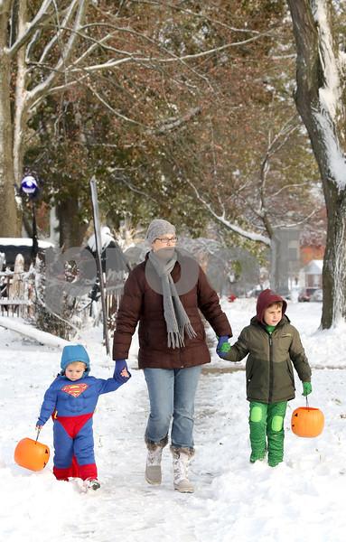 dc.1102.snow halloween01
